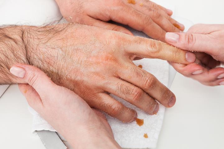 Handpflege mit Honig