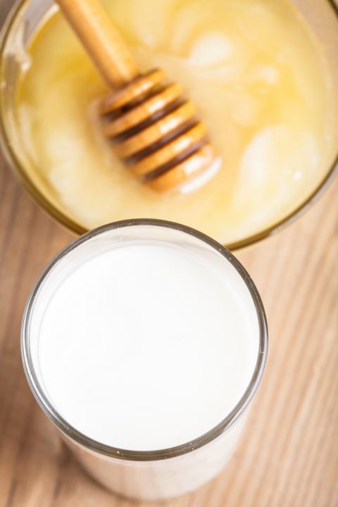 Milch und Honig, ein Besatndteil in der Bienenbosmetik