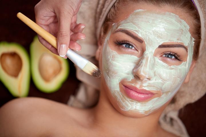 Avocado-Maske mit Honig für die reife Haut