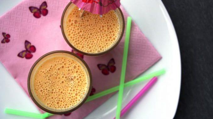Smoothie mit Granatapfel und Honig