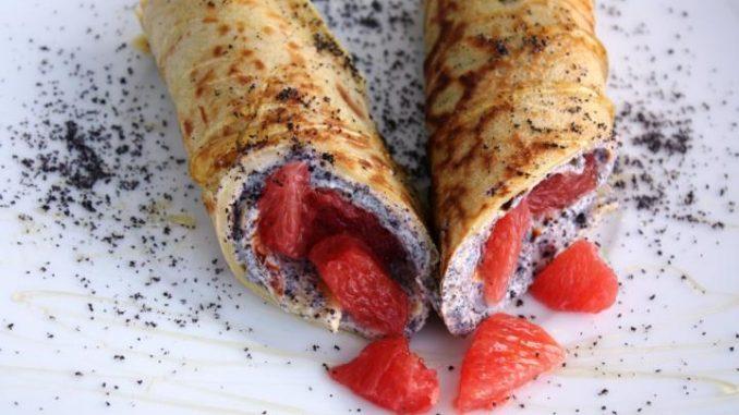 Pfannkuchen mit Joghurt, Mohn und Honig als raffiniertes Rezept